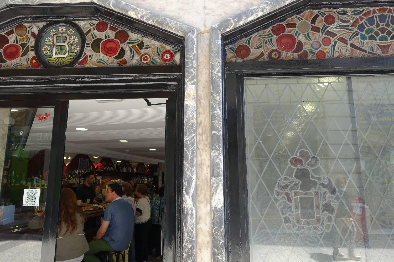 San Sebastien | San Sebastian | Donostia | Stained glass at Barandiaran Aguirre bar | photo sandrine cohen
