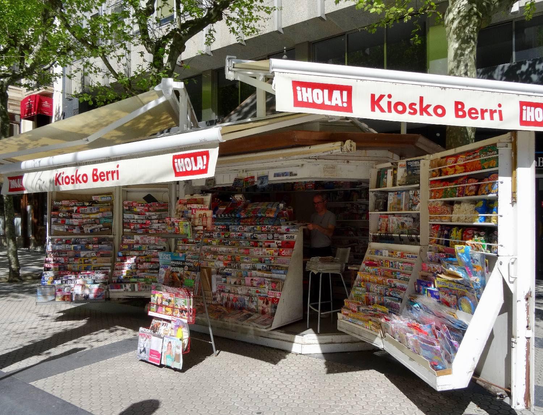 San Sebastien | San Sebastian | Donostia | Newsstand | Kiosk | Spanich press | Spanich newspapers |  photo sandrine cohen