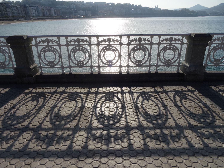 San Sebastian | Donostia | Spain | Concha | White barrier, emblem of san sebastian | photo sandrine cohen