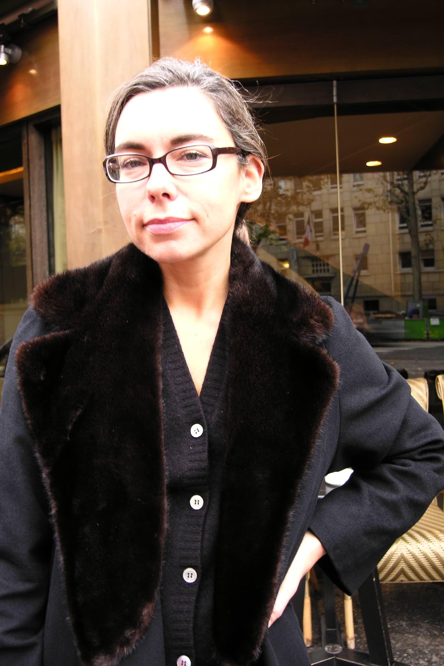 Elisabeth Quin | journaliste chroniqueuse | Paris Première | Arte | 28 Minutes | 2004 | Photo sandrine cohen