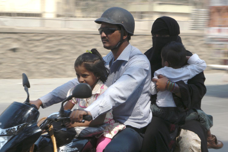 Mumbai - Bombay | Family on a motorbike | ©sandrine cohen