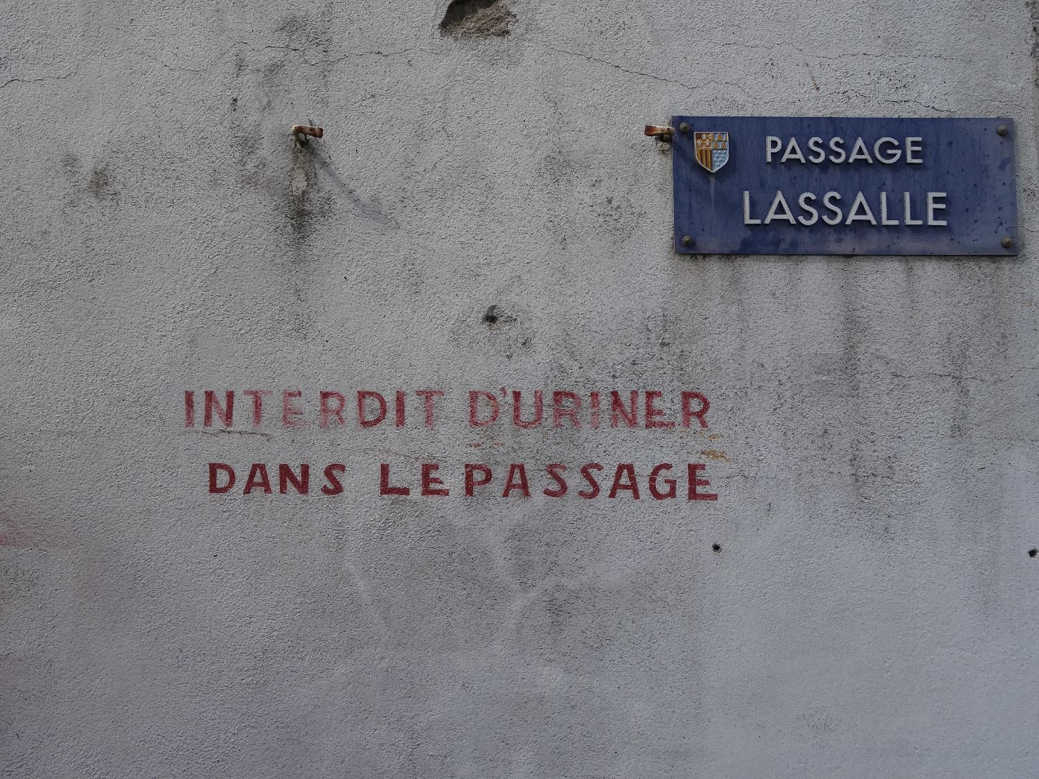 Defense d'uriner dans le passage | Defense of urinating on the streetFrance | photo sandrine cohen