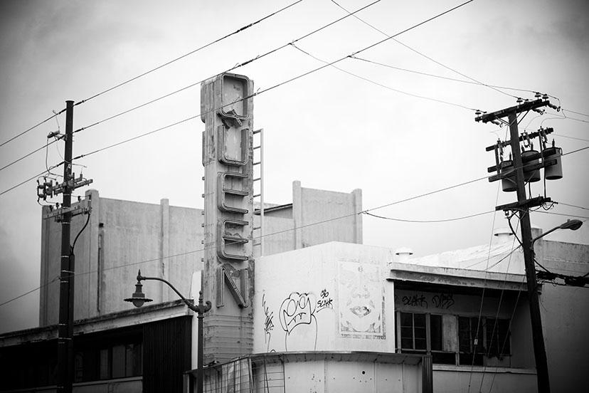queen-theater_honolulu_hawaii_vintage-neon-project.jpg