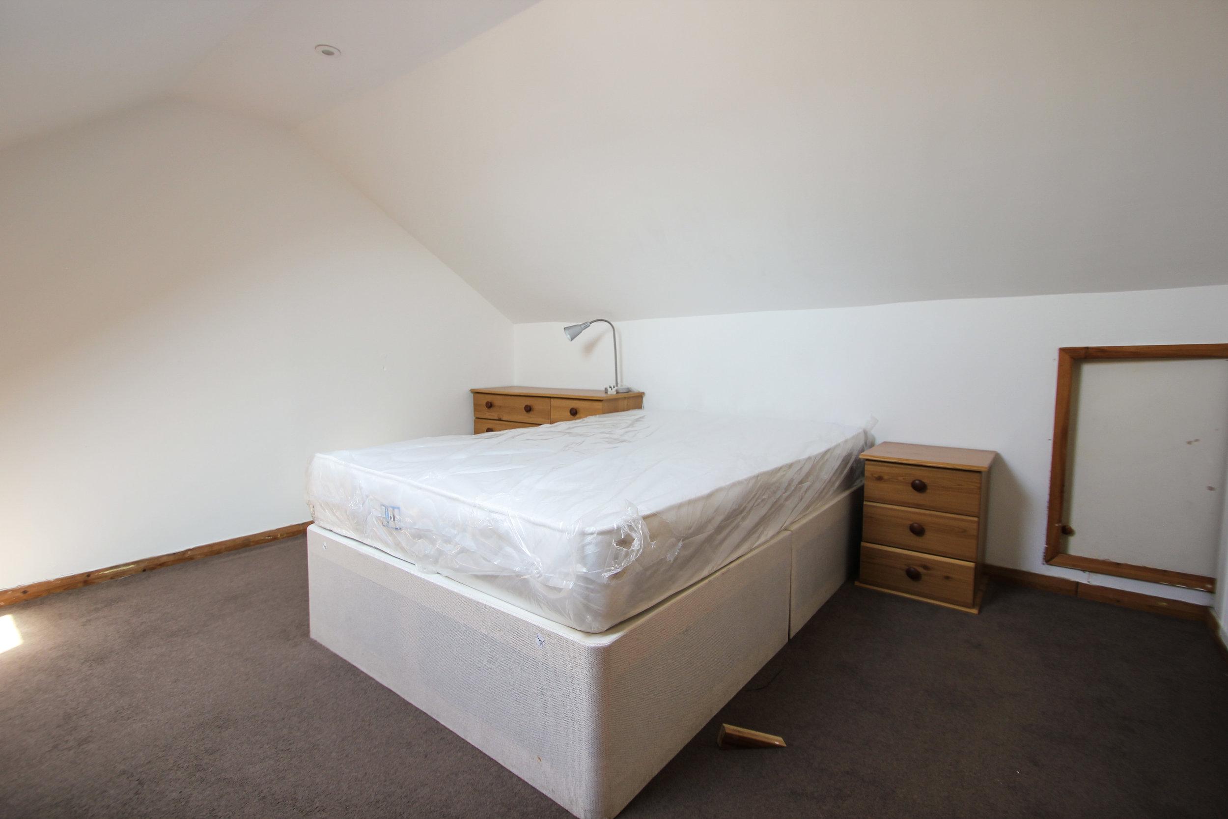 IMG_7706_edited.jpg bedroom 1.jpg