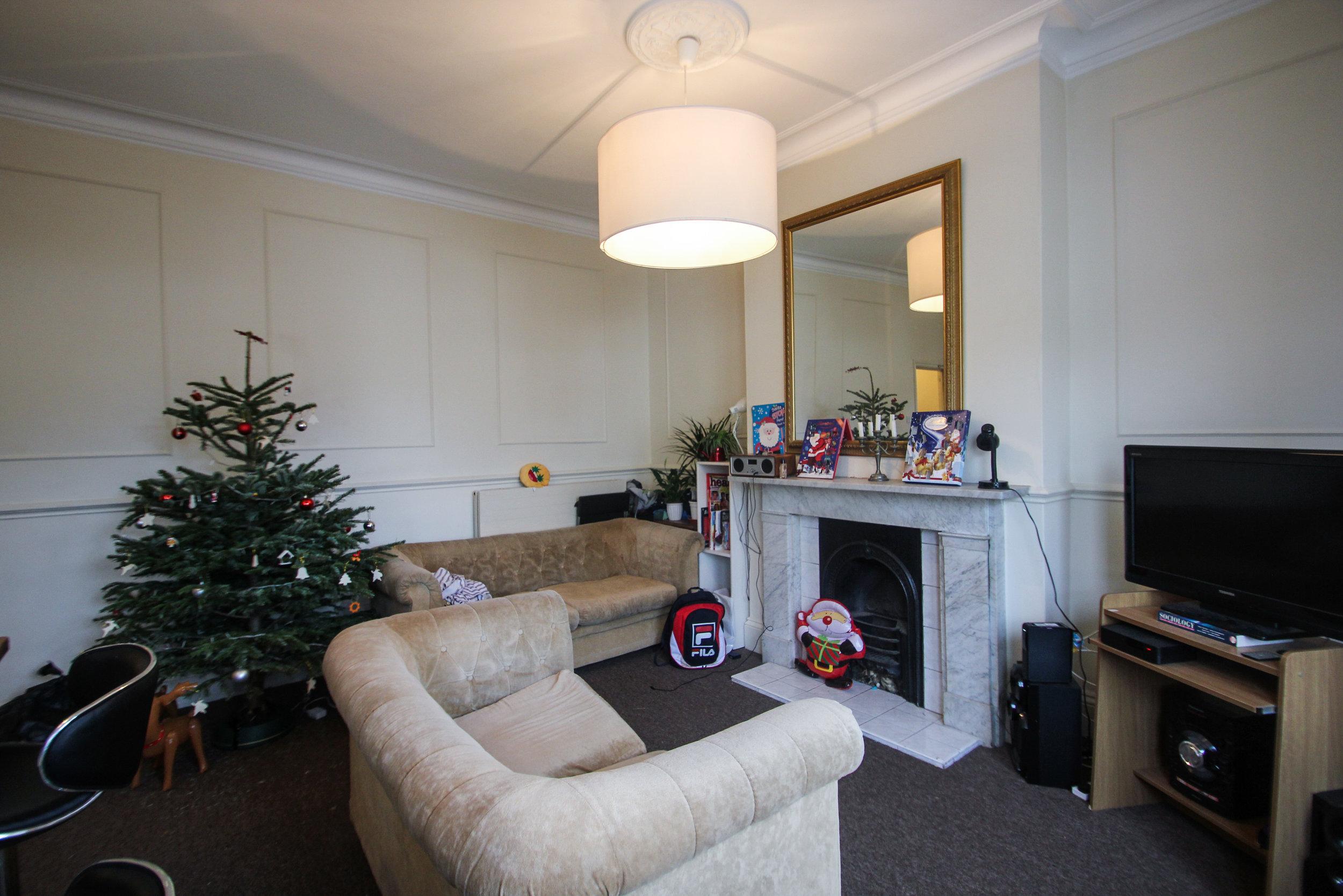 IMG_0671_edited.jpg lounge.jpg