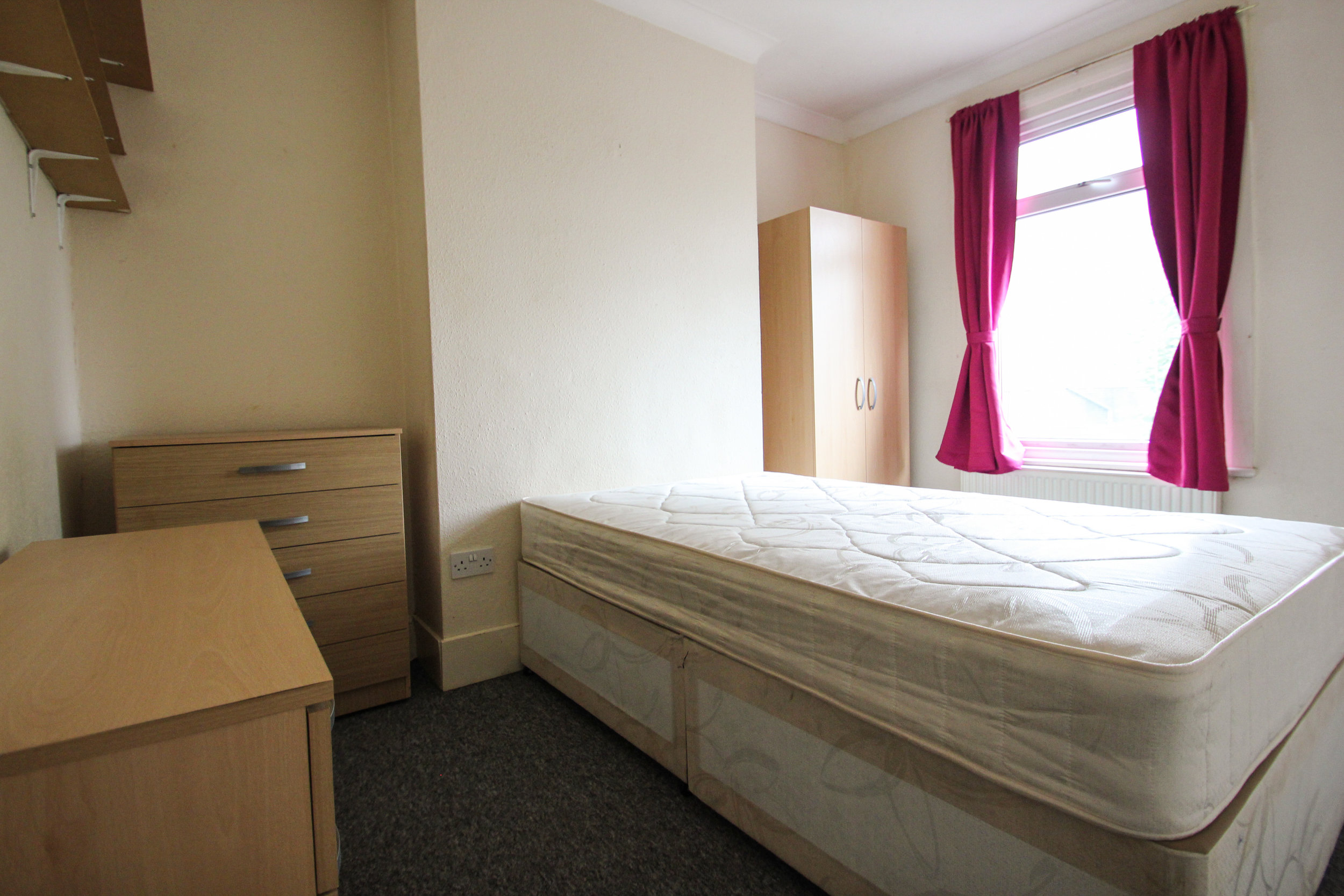 IMG_7334_edited.jpg bedroom 4.jpg