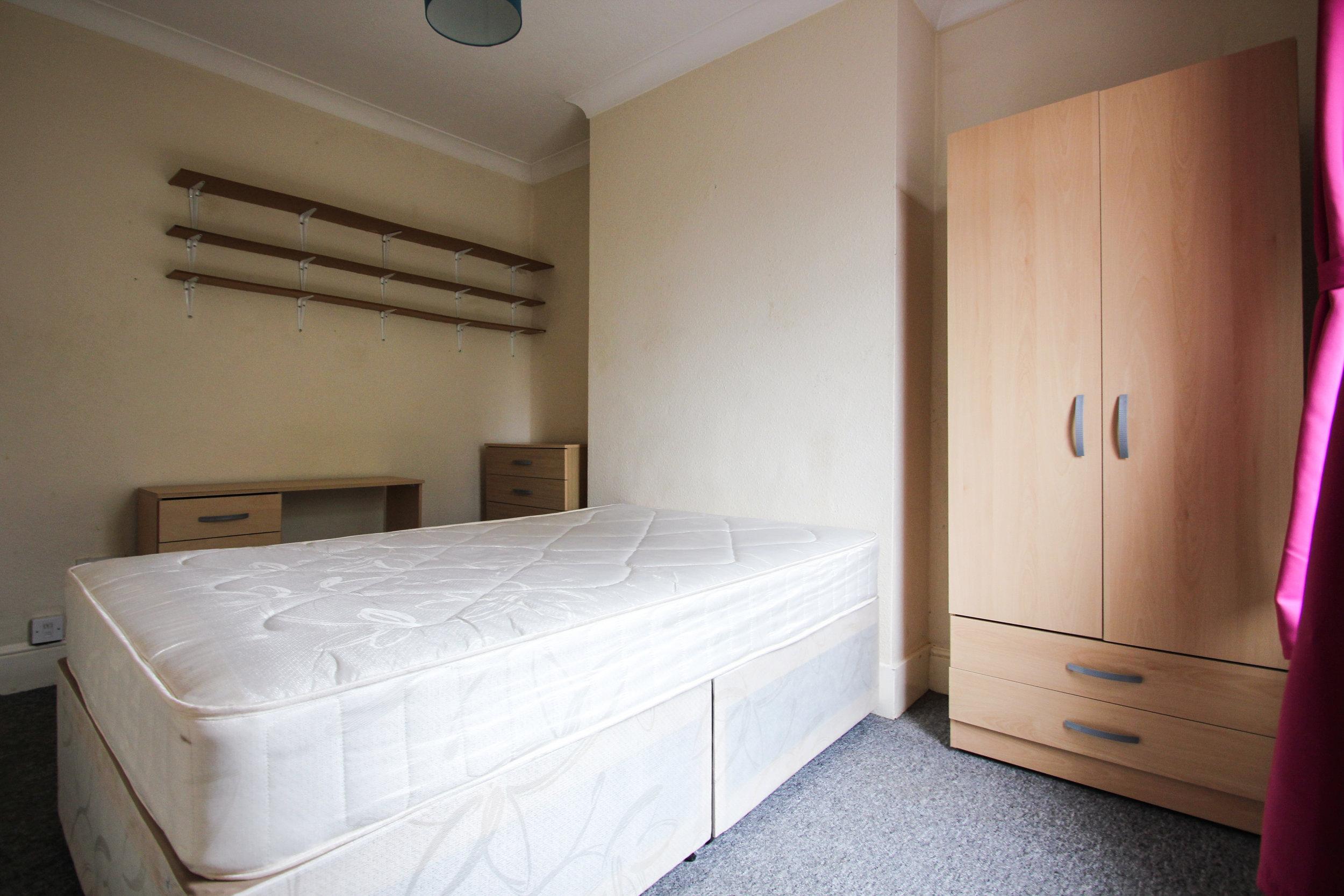 IMG_7335_edited.jpg bedroom 4.jpg