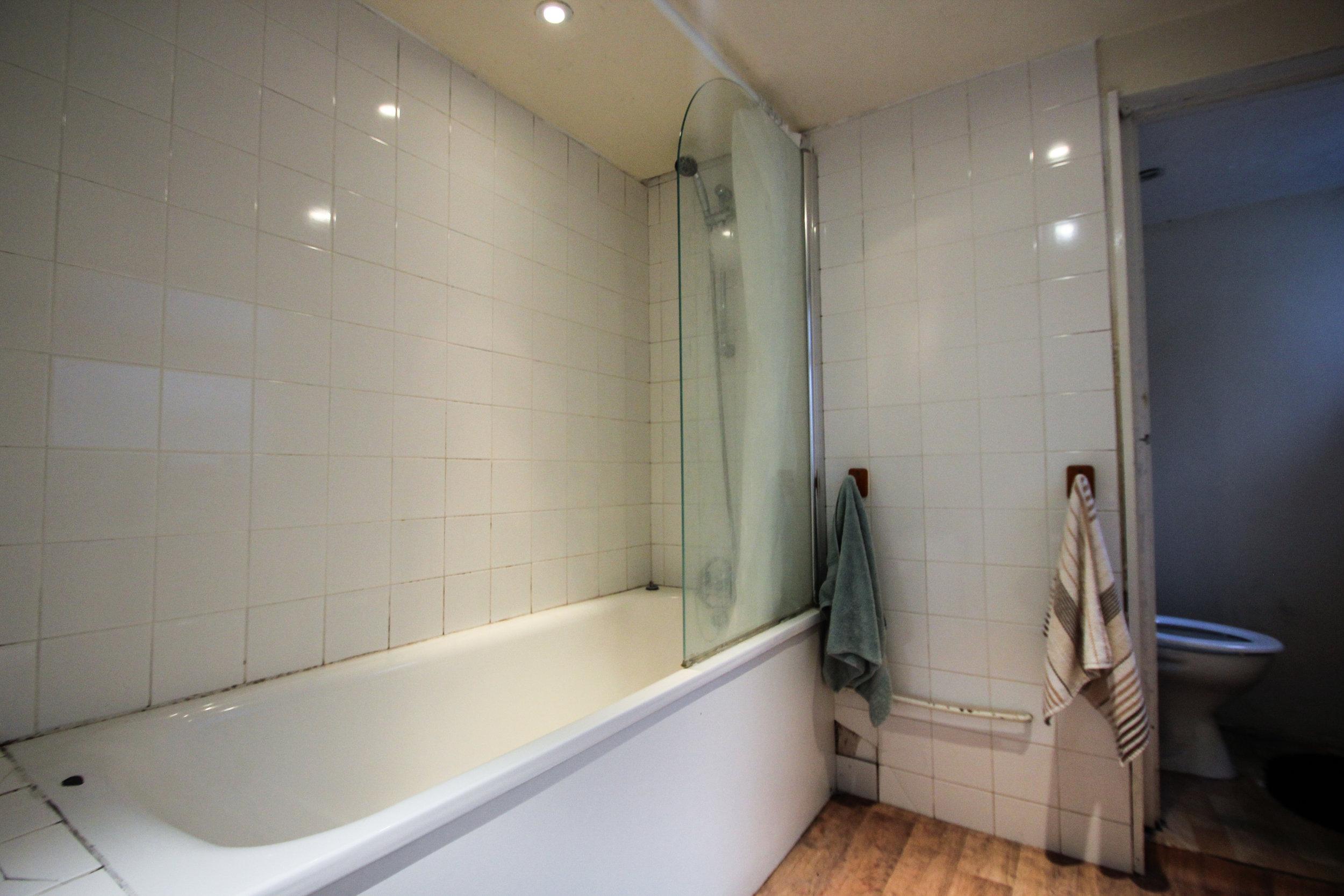 IMG_9712_edited.jpg bathroom .jpg