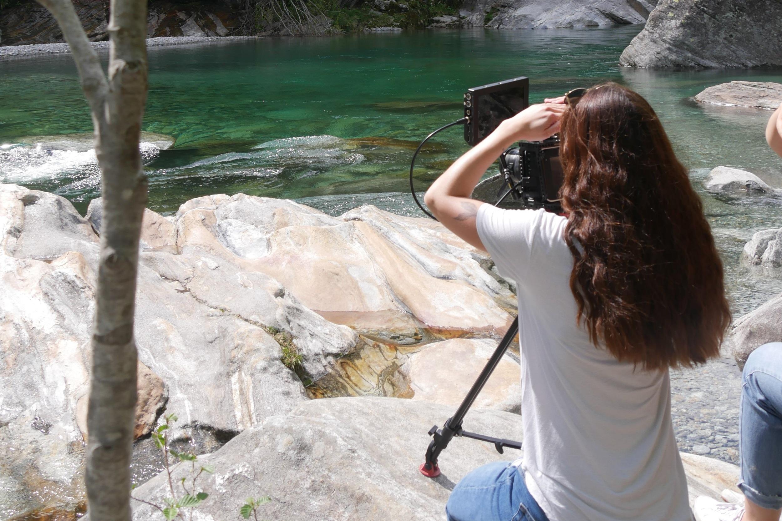 Romaine Imboden (Kamera) beim Dreh für ein Projekt im IDA Modul