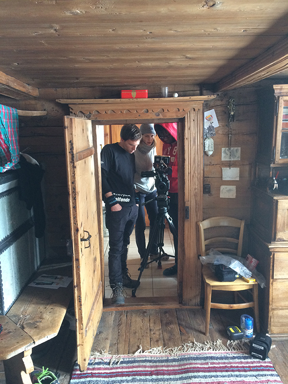 Nadine Widmer und Team bei den Dreharbeiten von «GEWOHNHEIT».