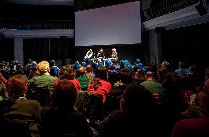 Mischa Hedinger bei einer einer Gesprächsreihe am diesjährigen Berlinale Forum mit AFRICAN MIRROR.