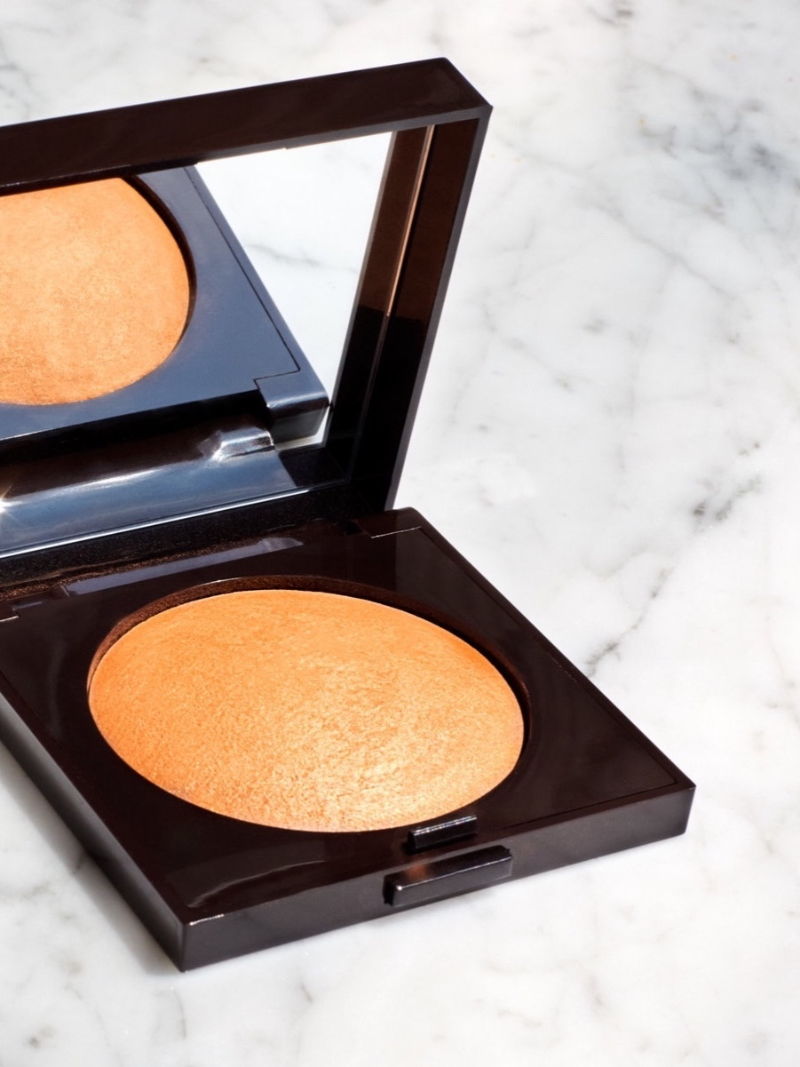 "MATTE BRONZING POWDER - ""A little bronzer goes a long way in making the skin look healthy and rested. For the most discreet finish, choose a matte formula and apply in layers using a fluffy brush."""