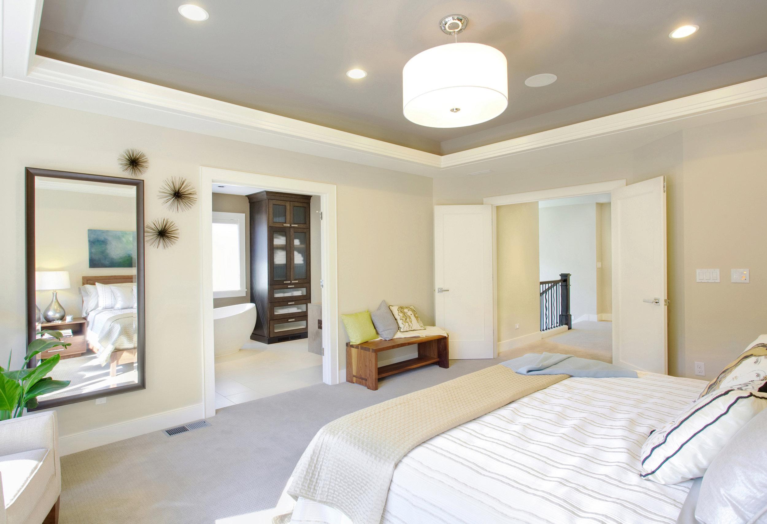 Chambre à coucher_moulure_plafond_neutre.jpg