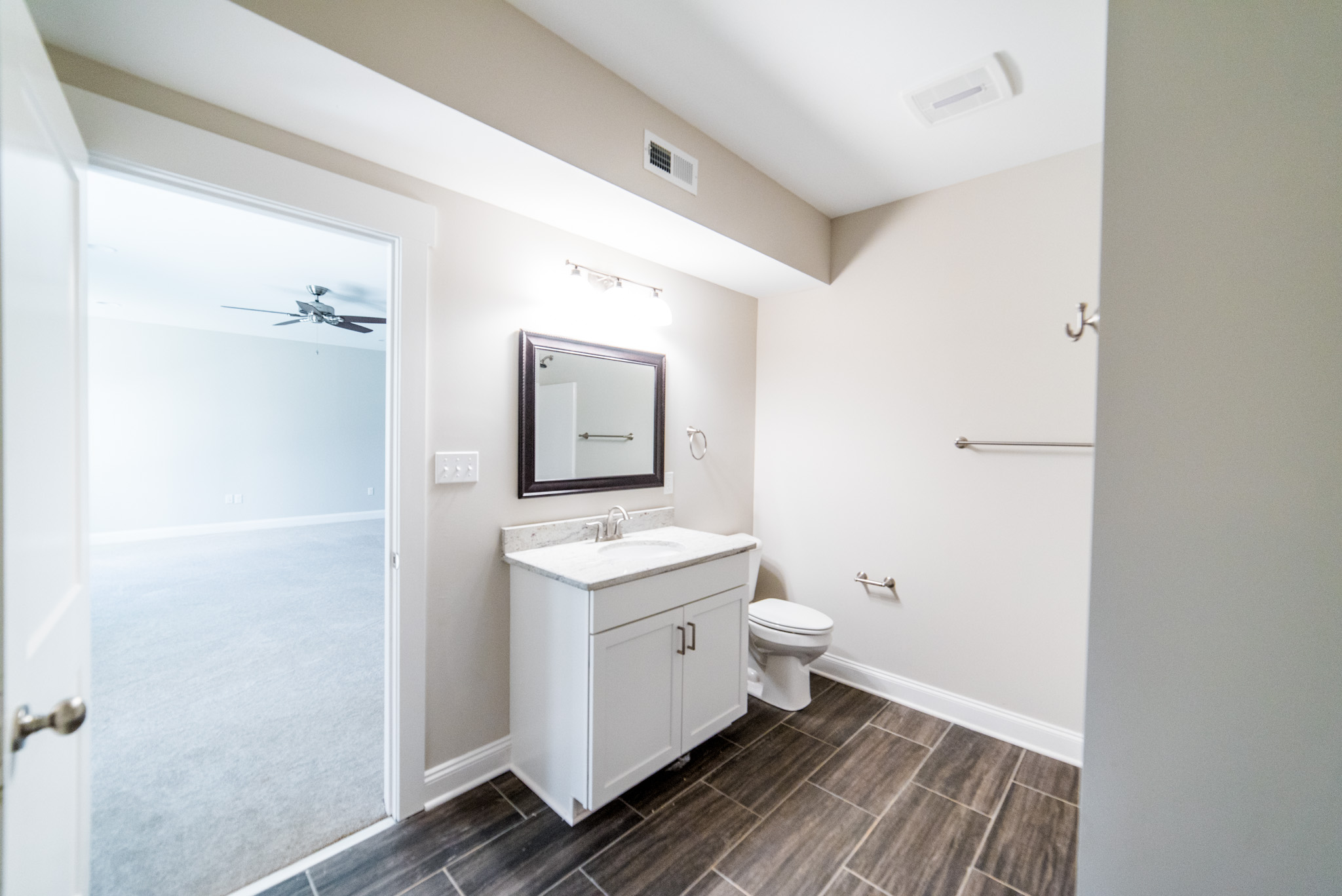 Bathroom (basement)