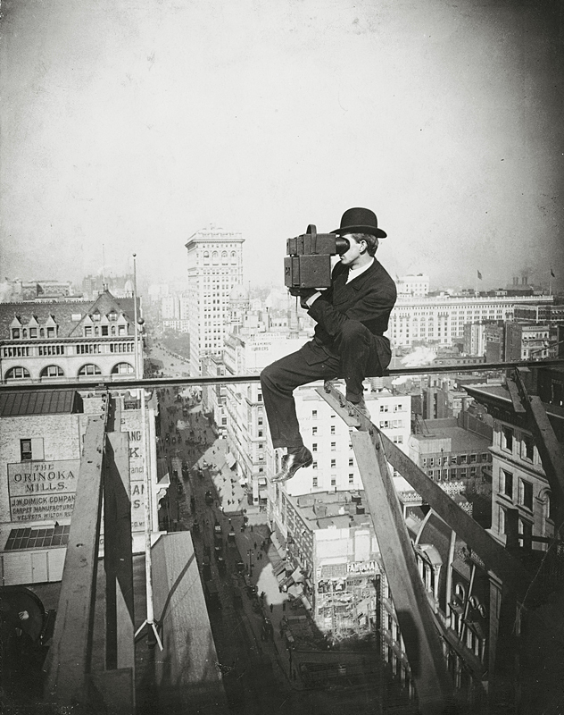 Filming_above_Fifth_Avenue,_looking_North,_1905.JPG