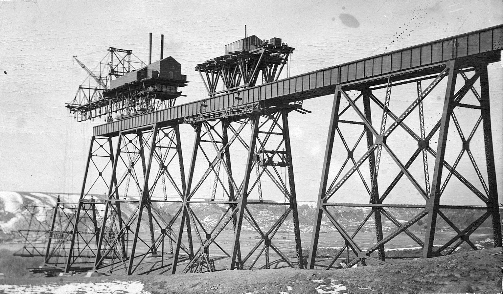 Construction of the High Level Bridge  Courtesy the Galt Museum & Archives: 19738126000