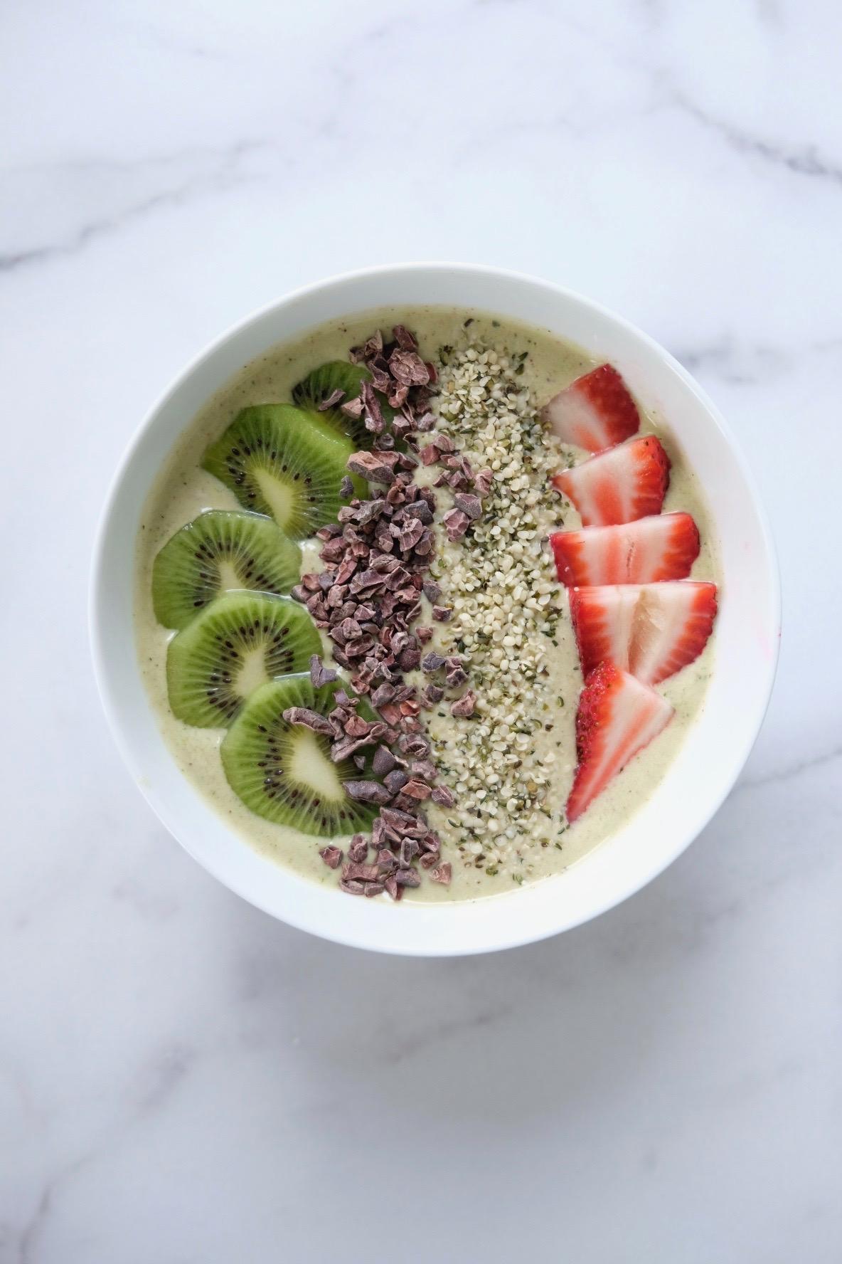 Kiwi Strawberry Smoothie Bowl Recipe