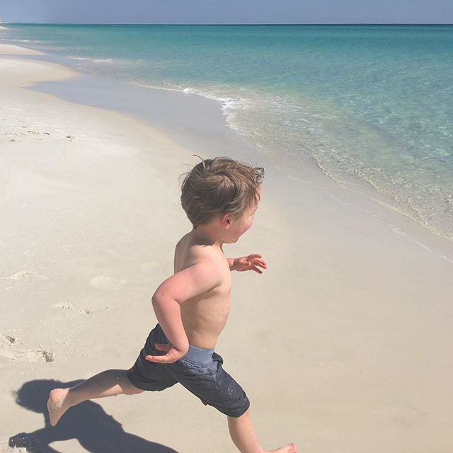 It's Friday! Run! #kidsatwork . . . . . . #tenderling #tenderlingtravels #tenderlingdesign #design #kidfun #atxtofl #florida #soringbreak #nationalseashore #beach #bestbeach #funtime #workisfun #whitesand #water #travel #designatx #austin #texas #florida #luxury #marketing #hospitality #hospitalitydesign #designer #parentsofinstagram #beachlove #workingvacay #watervibes #kidslovewater