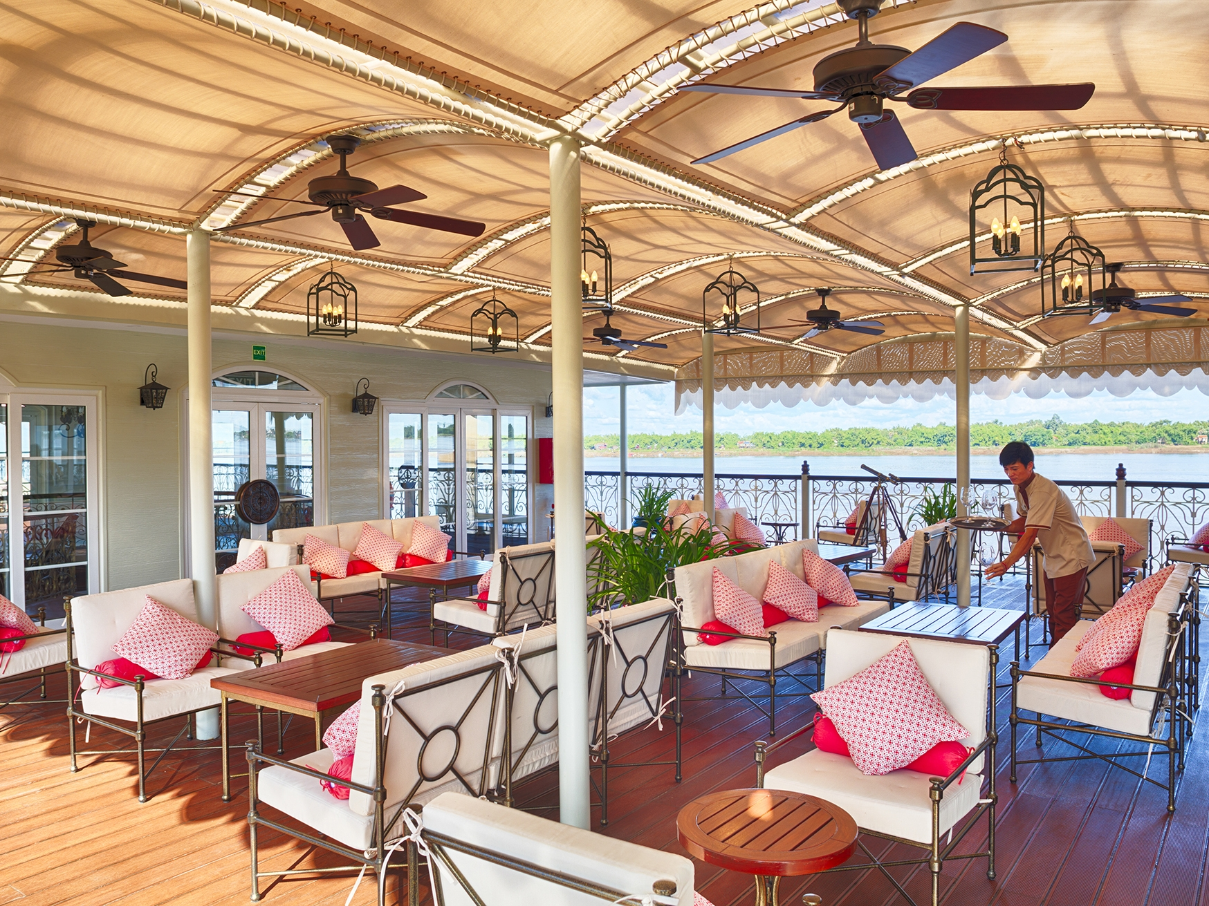 Sun Deck : Choose the perfect chaise lounge in the sun or the shade and relax in style on the Mekong Navigator's sundeck. Early risers can enjoy a front row seat for a spectacular sunrise.