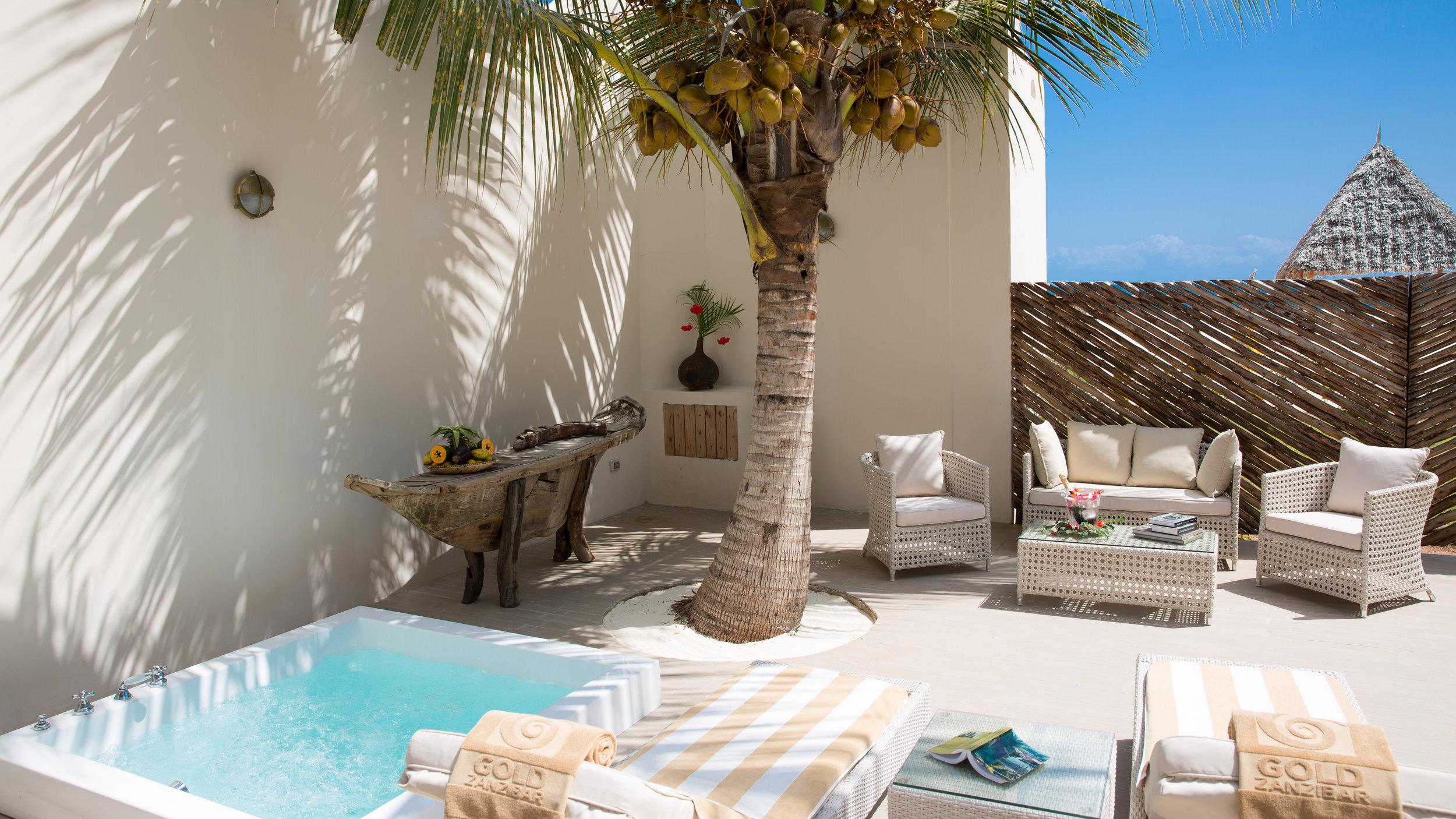 Luxury Villa _jacuzzi.jpg