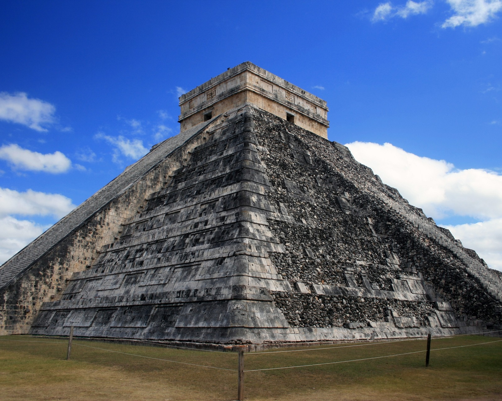 pyramid-931742_1920.jpg