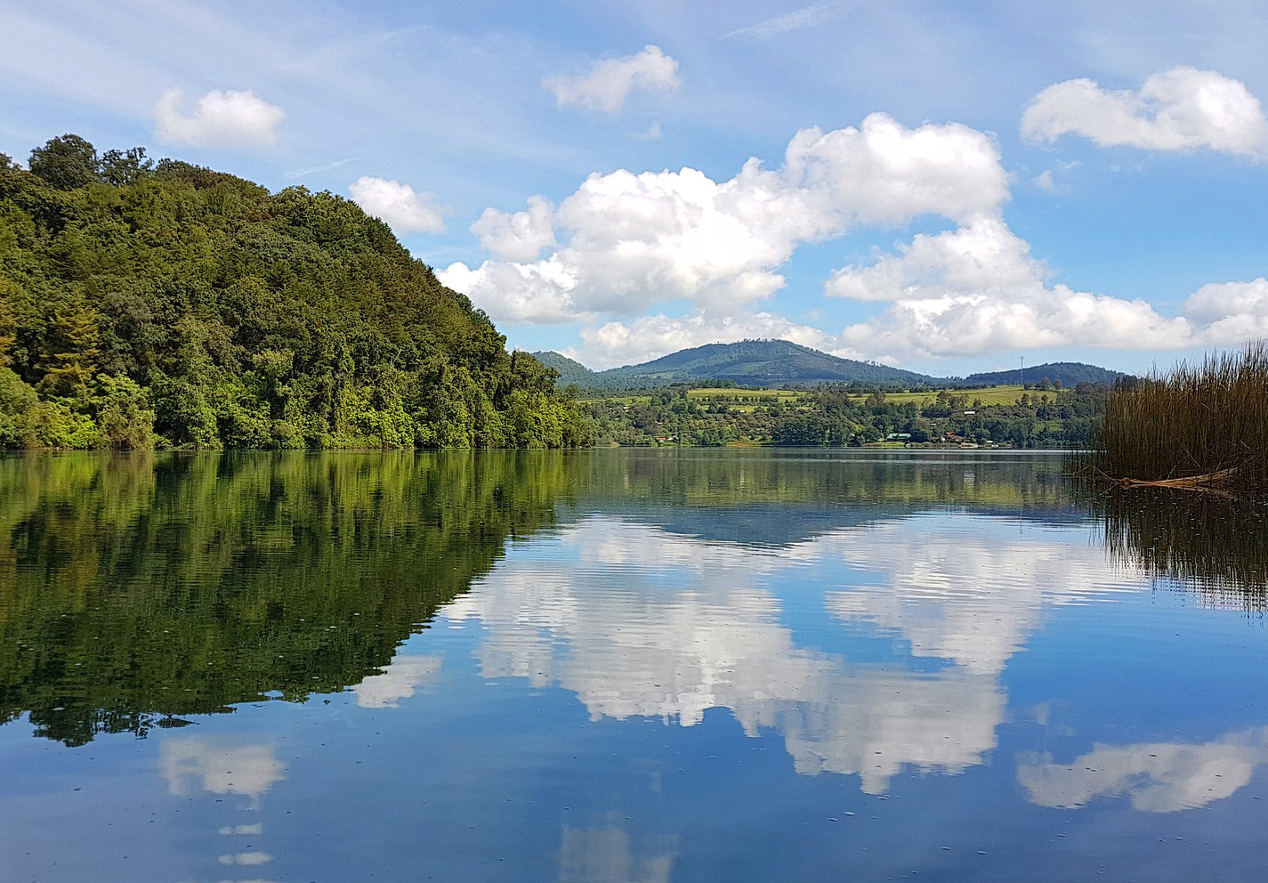 lake-3705660_1920_small.jpg