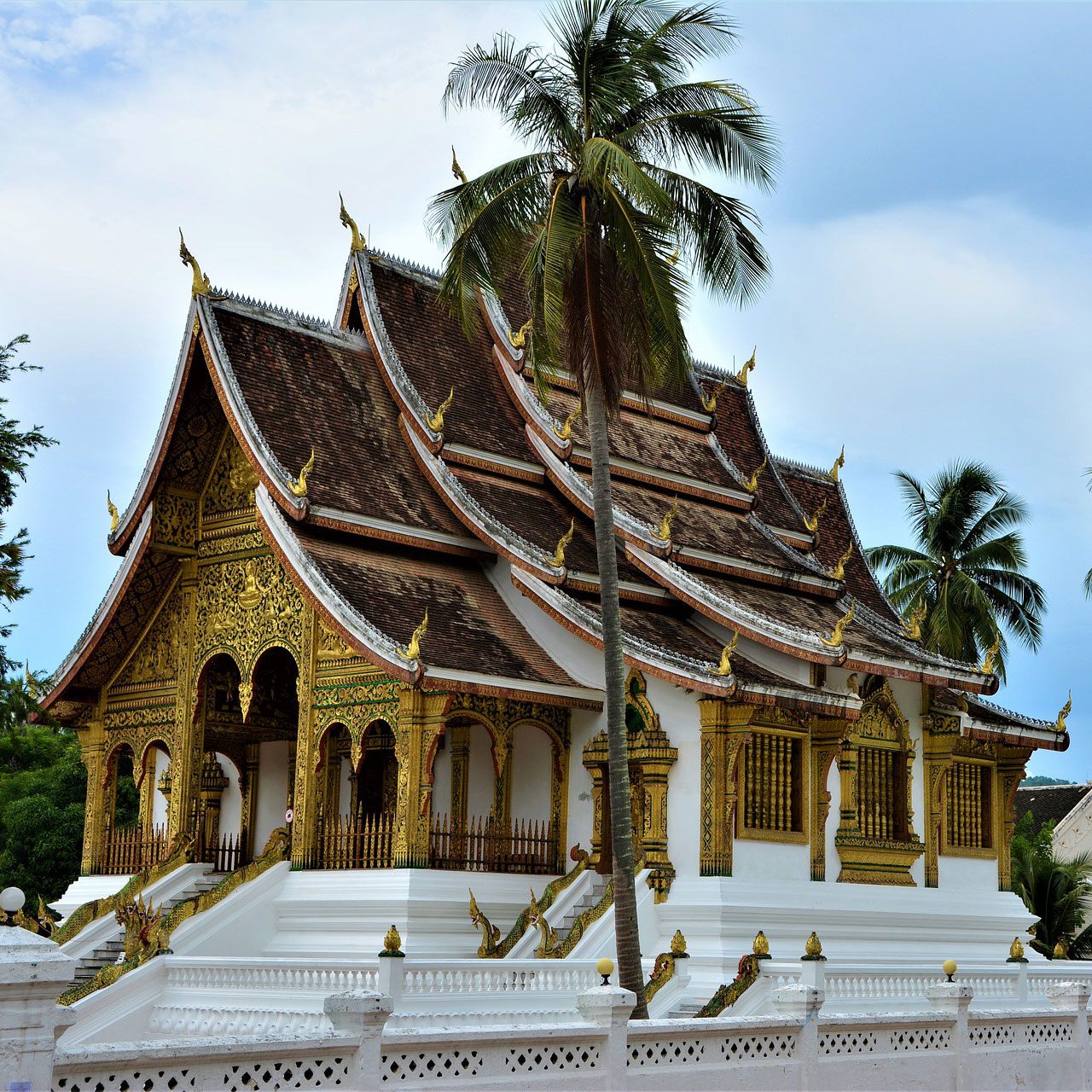 square_laos-luang-prabang-travel-3083967_1920-pixabay.jpg