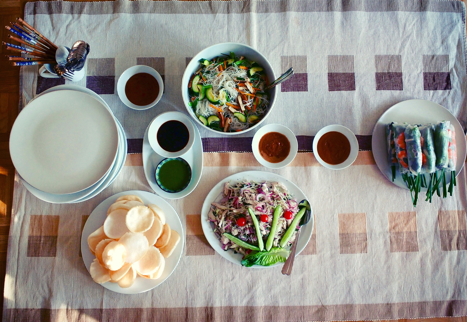 vietnam-food-table-3070514_1920-pixabay.jpg