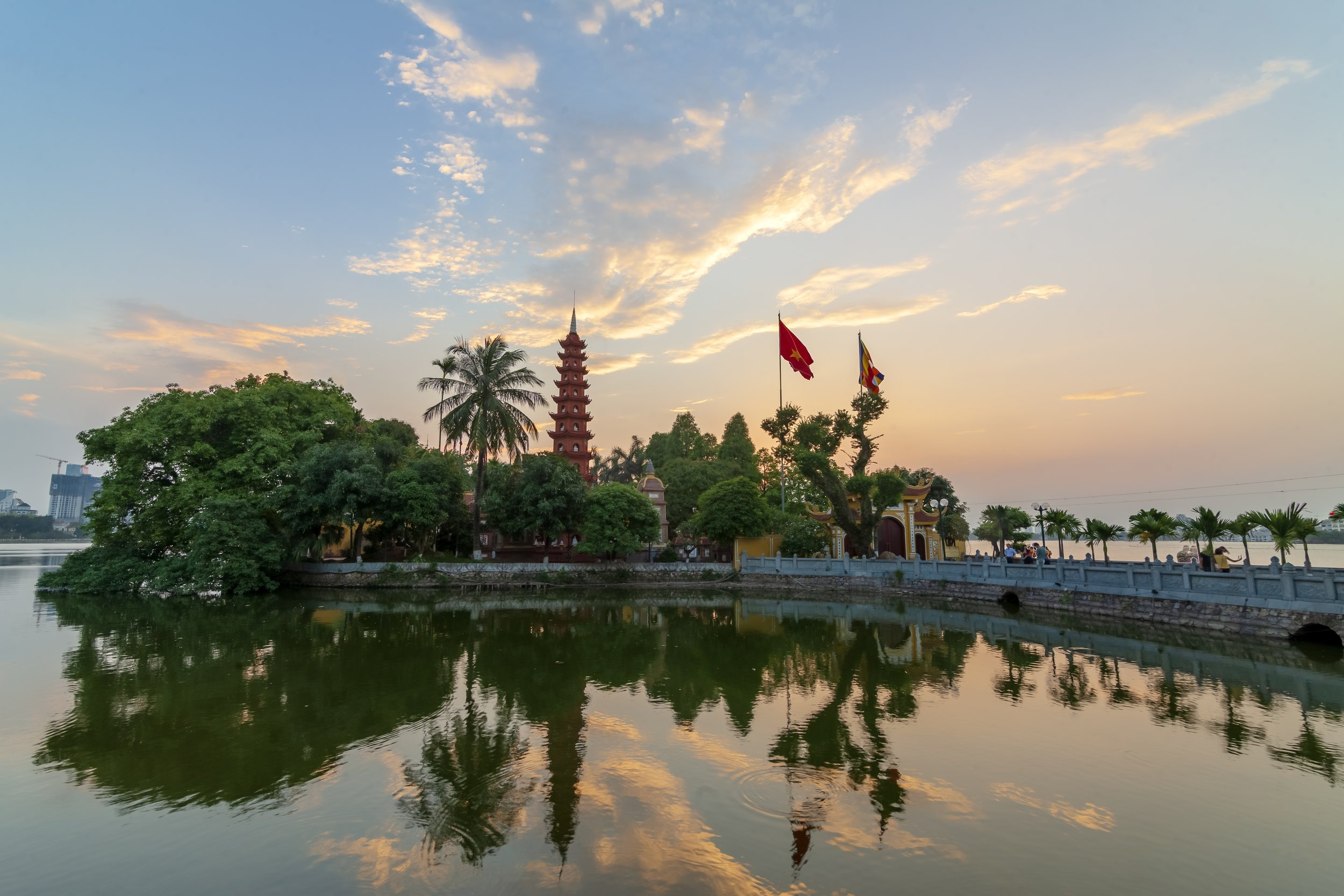 tran-quoc-pagoda-3559145.jpg