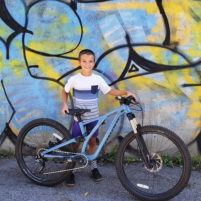 Seeing kids be so psyched on riding is just about the best part of bike shop life. Rafi saved his pennies and and now is the super-proud owner of a sweet #iamspecialized_mtb #stumpjumper Look at that smile!