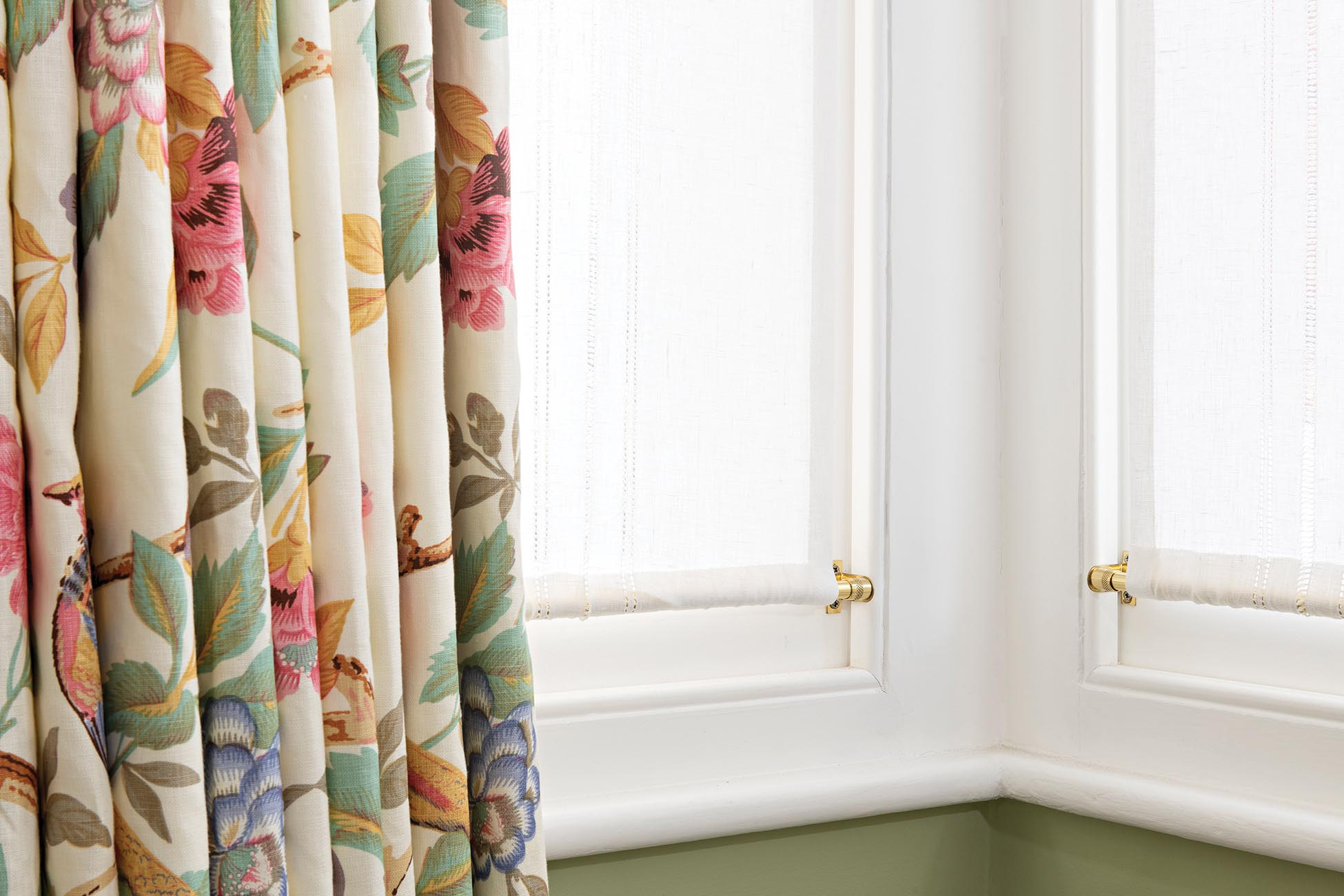Soft Furnishings - Whether you're looking for window dressings, cushions or loose coverings, we work with a small number of excellent contractors who deliver outstanding handmade soft furnishings.