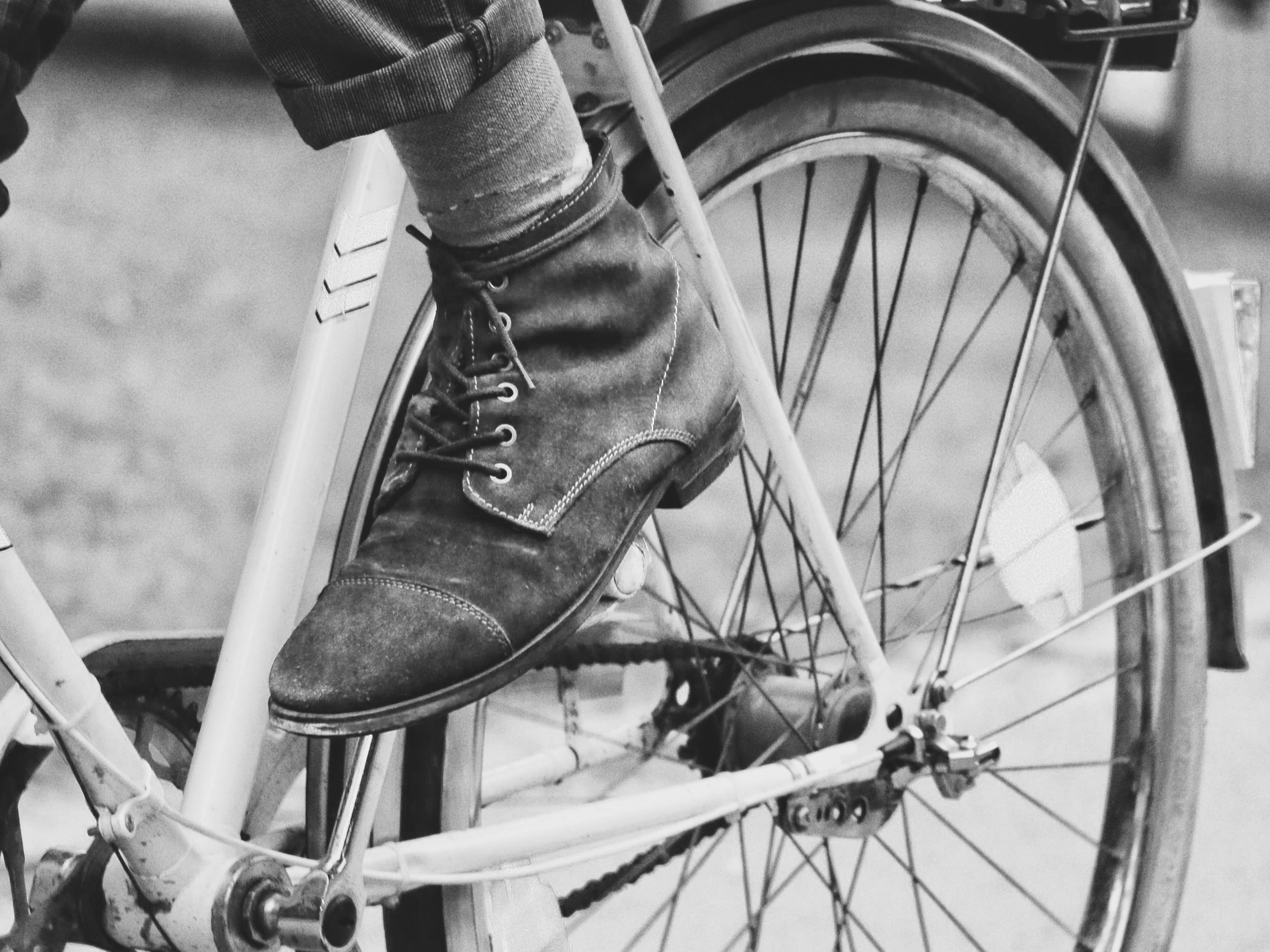 Road cycling lessons - Learn how to use your local roads safely by COMPLETING the National standard for cycling. there are three stages of this course from beginner skills to riding with traffic on multilane roads and roundabouts