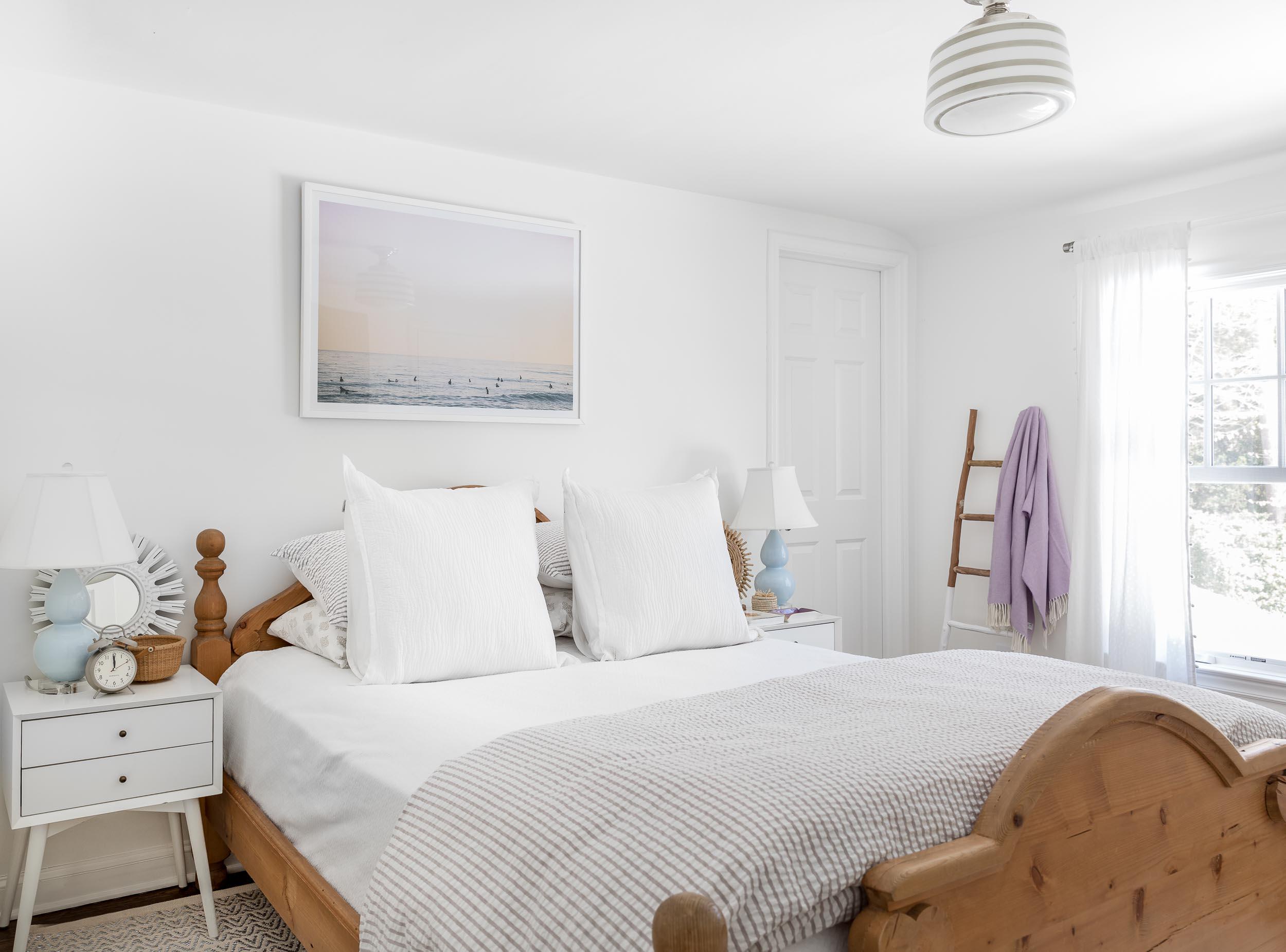 Coastal design bedroom.