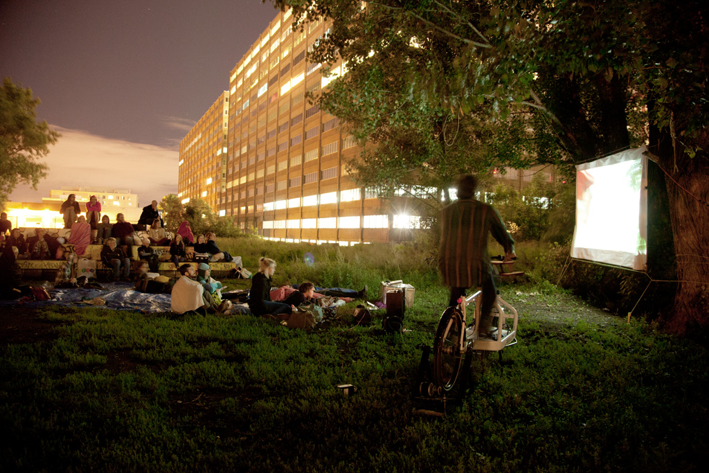 Cinema Out of the box - Site specific screening