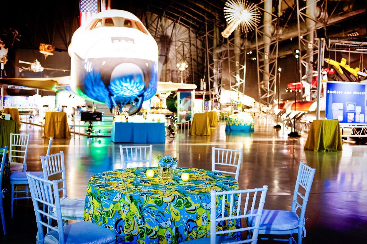 table set, blue theme