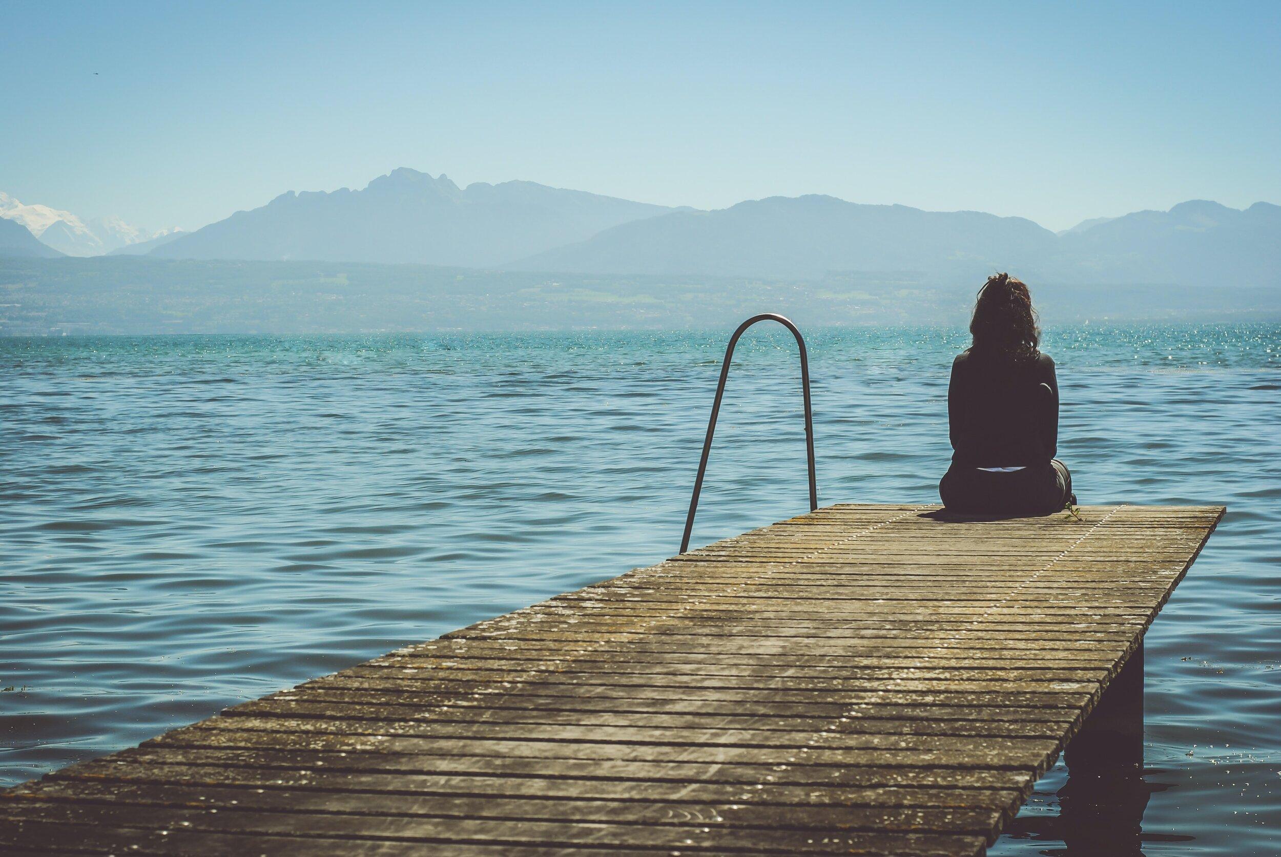girl-sitting-on-dock-by-ocean_Jeff_Heggie_Mindset_blog.jpg