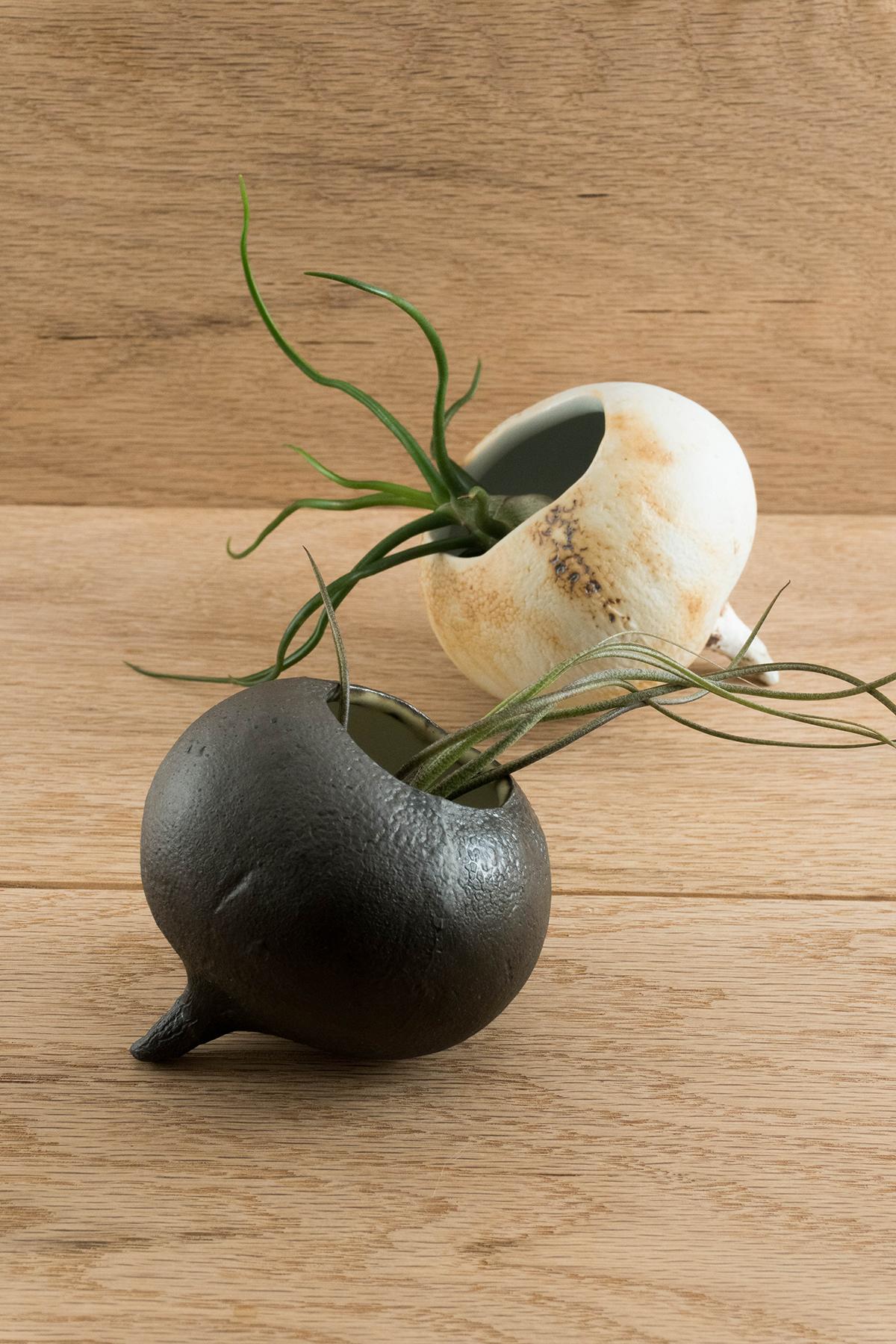 greenpointclaylab-alanalaurenceramics-radishplanters.jpg