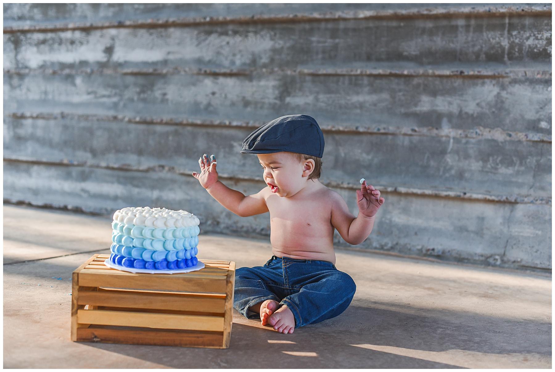 Blue Hombre Smash Cake   SweetLife Photography