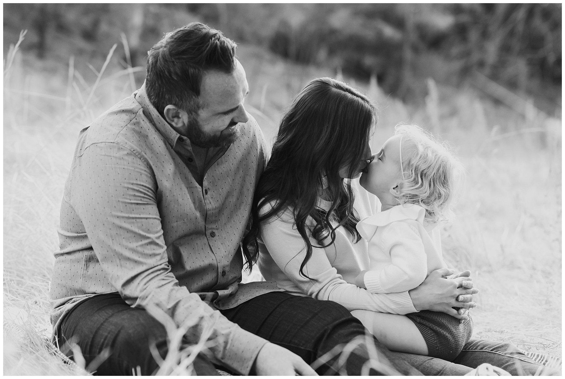 Sweet kisses black & white family photo | SweetLife Photography