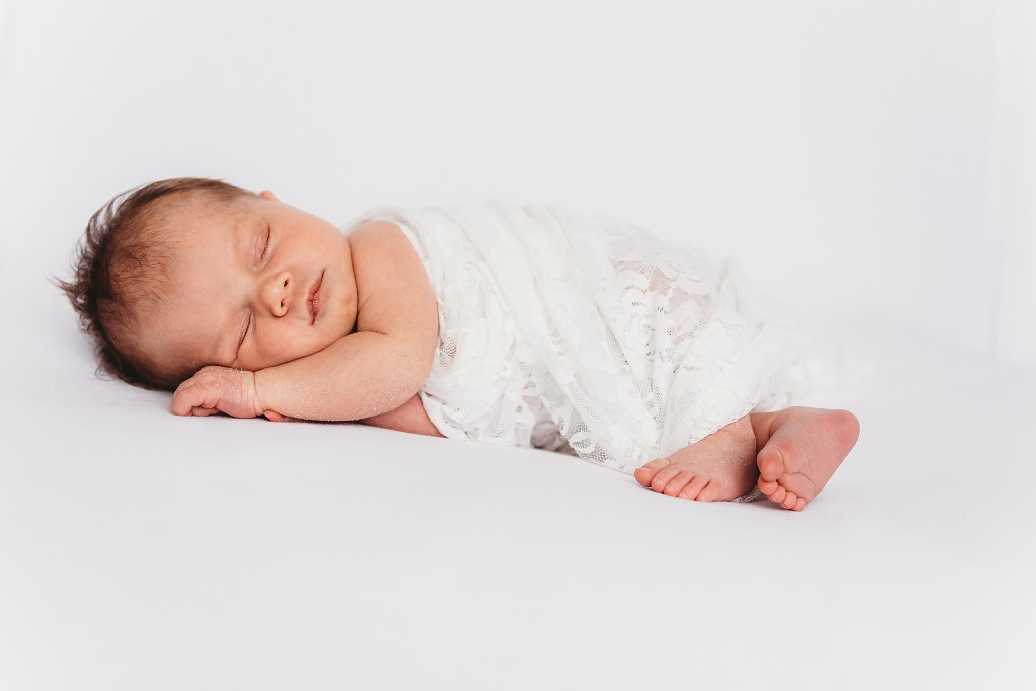 Lifestyle Studio Newborn | SweetLife Photography_0018.jpg