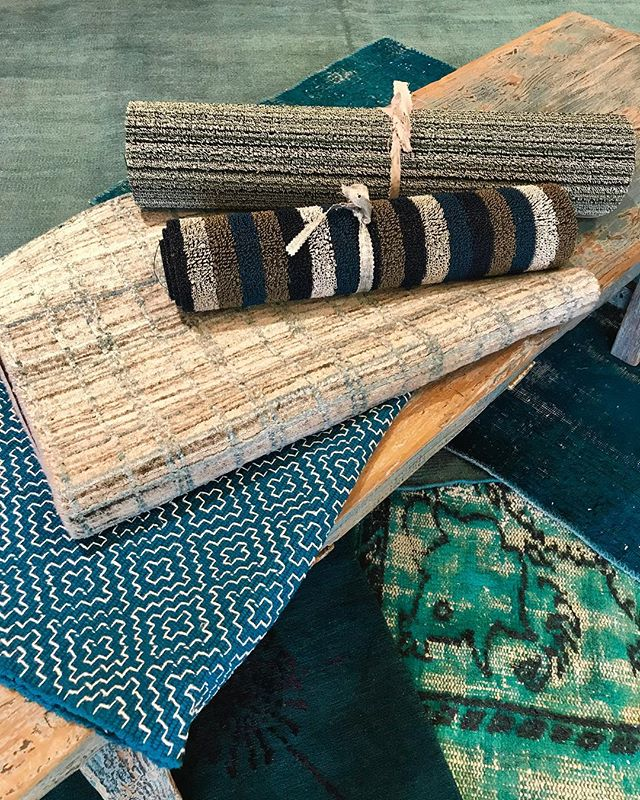 Aqua. Teal. Deep water blue. Whatever you want to call it's a cool vibe at my Bethesda pop up rug sale. Through December 30th. #timothypaulcarpets #tealinterior #beachinteriors #moderndesign #aquainteriors #bluedecor @lapchi_carpets @koochescarpets #bethesdapopup