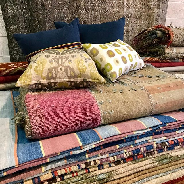 All kinds funky stuff at the warehouse. Opens this weekend. Fri-Sun 10-4 @timothypaulhome @mkporcelain  #timothypaulhome #bohemianhome #vintagerugs #timothypaulcarpets #beachhouseinteriors