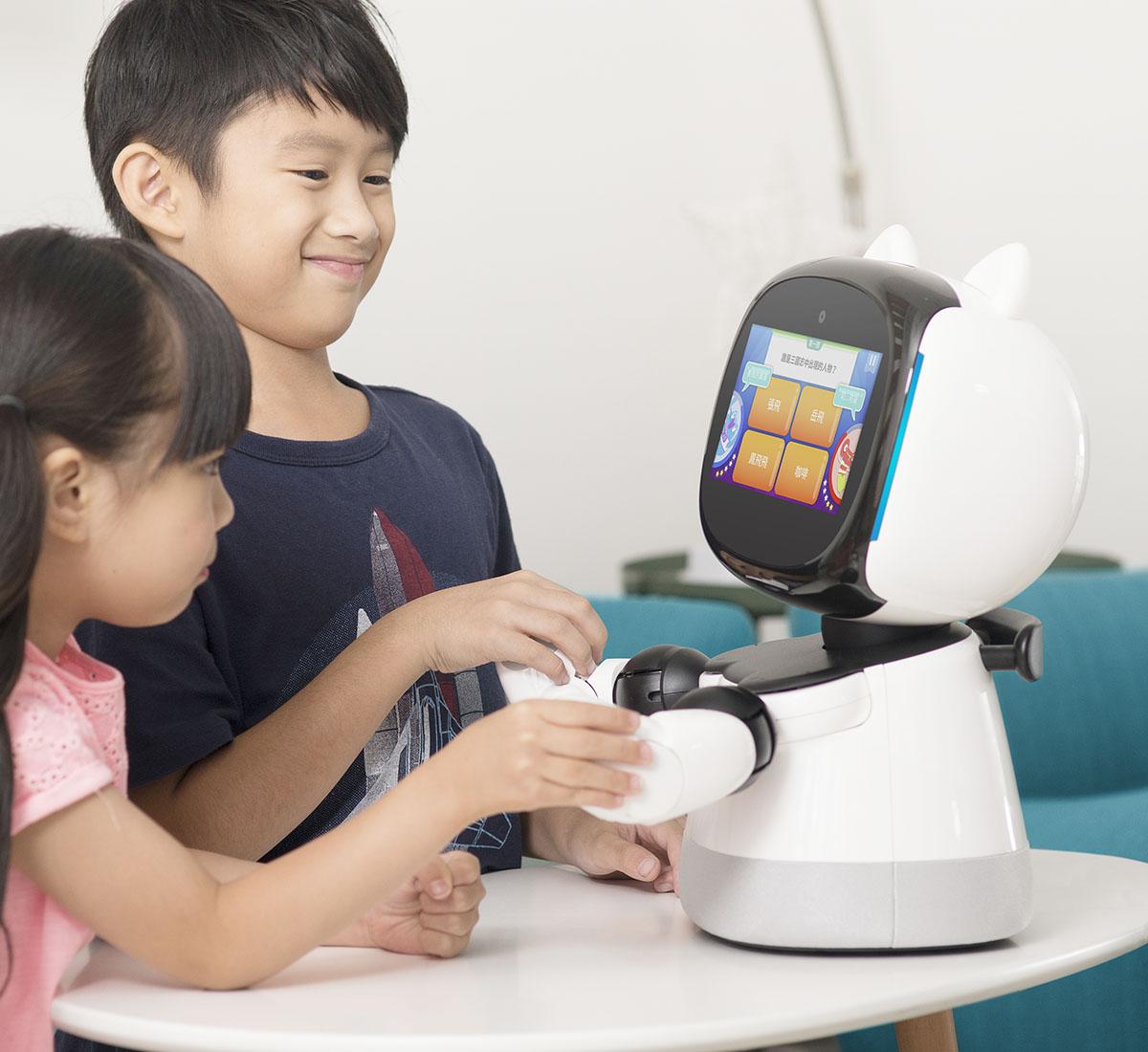 大腦戰爭  凱比化身主持人,帶領父母及孩子一起加入刺激的益智問答競賽。
