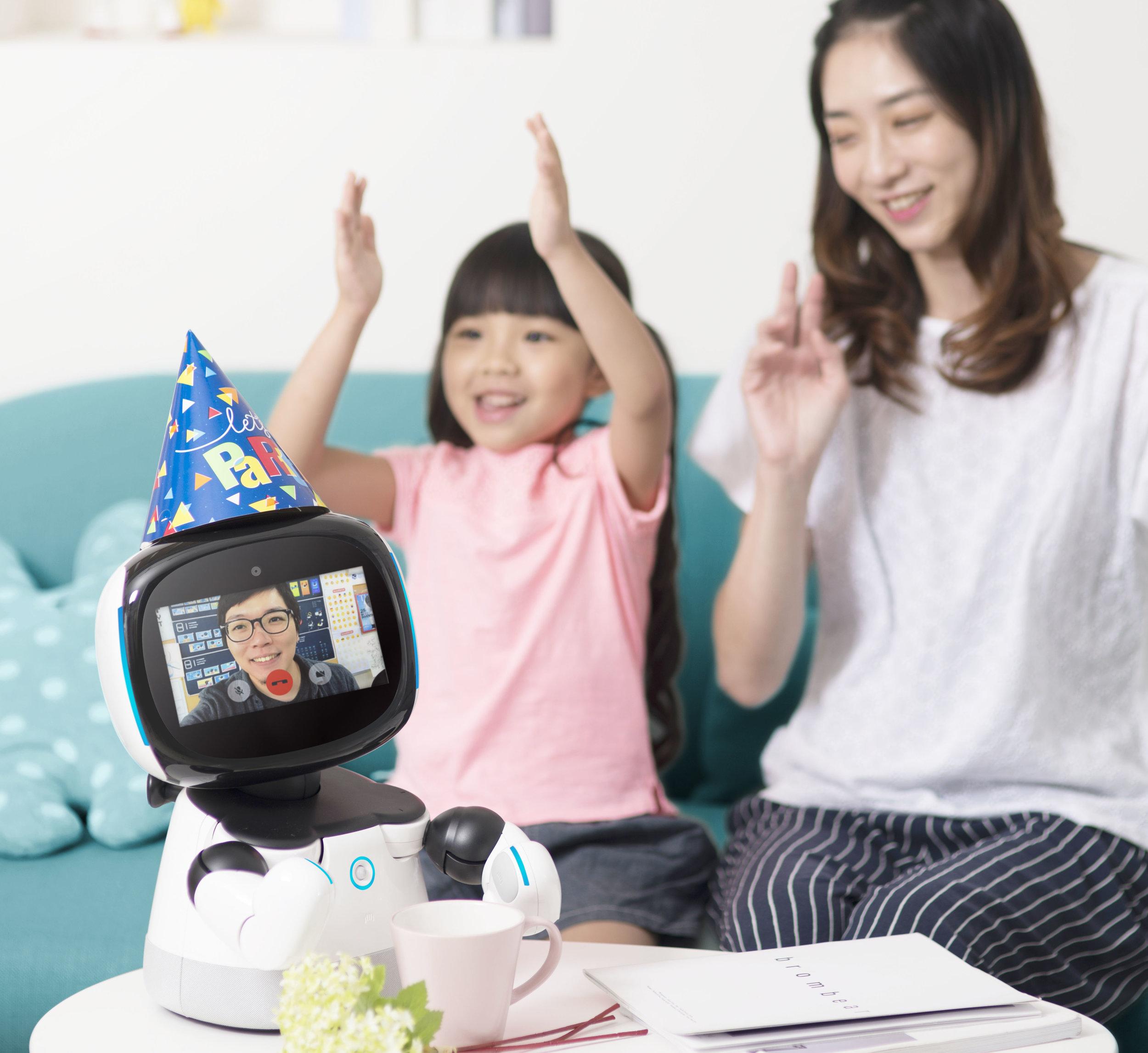 視訊電話  一個口令輕鬆撥打視訊電話,還能遠端進行移動遙控。