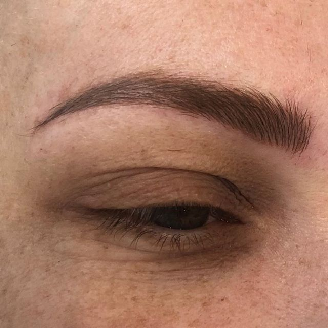 Freshly microbladed brows @bystella_cosmetictattooing  Instantly fuller and natural looking brows with the most realistic shades of colour .  #bystellapigments  For bookings & Enquiries 📧info@bystella.com.au 📞 1300 001 218