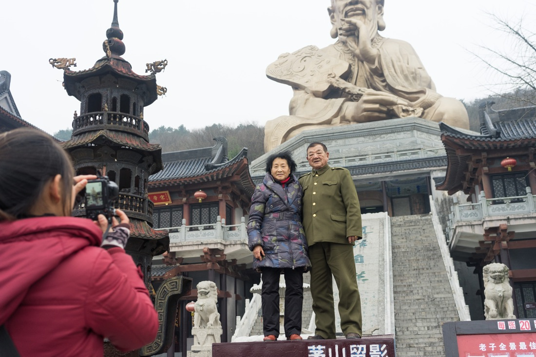 January 10, 2017 - Jurong, Jiangsu (China). Tourists take a pictures at entrance of the Yuanfu Wanning Gong Temple. The religious complex includes a massive statue of Laozi, the founder of Taoism. © Thomas Cristofoletti / Ruom for Sixthtone