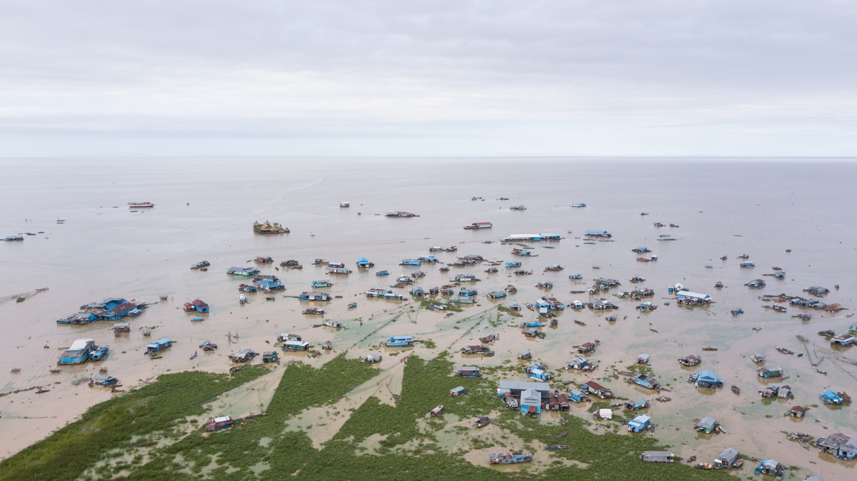 June 06, 2018 - Chong Khneas, Cambodia. As the Tonle Sap's waters raise and shrink villagers move their houses closer or further from shore depending on the water levels. © Nicolas Axelrod / Ruom