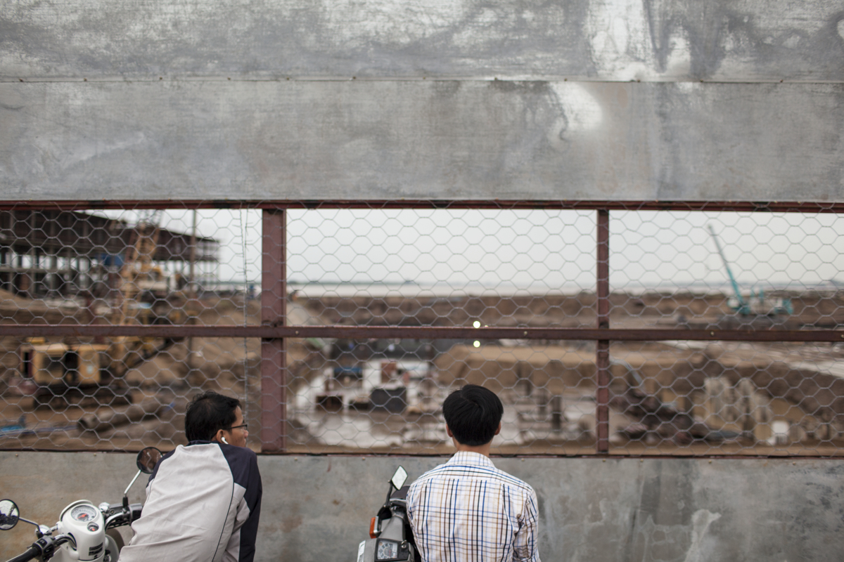 June 23, 2012 - Phnom Penh, Cambodia. Construction site on Koh Pich island, large amounts of investment from China, Korea and Japan pushed the construction boom to new heights. © Nicolas Axelrod / Ruom