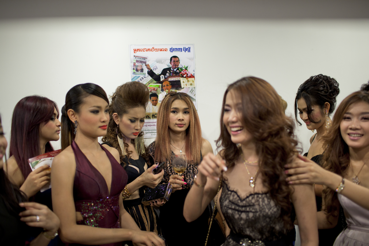 Sept. 21, 2011 - Phnom Penh, Cambodia. Local celebrities mingle at a cocktail event at the top Canadia tower - the first high-rise in Phnom Penh. © Nicolas Axelrod / Ruom