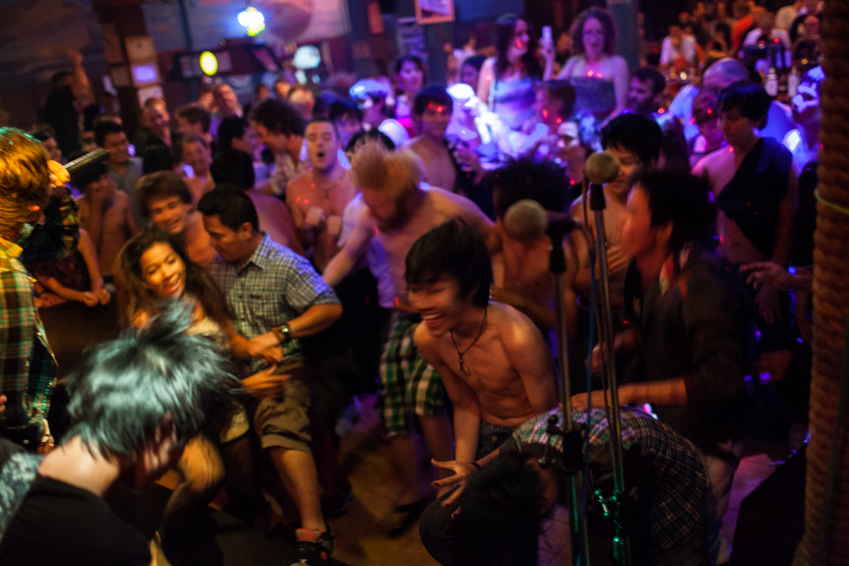 Sept. 30, 2012 - Phnom Penh, Cambodia. Live music, and local bands started to take the scene again playing international music genres. © Nicolas Axelrod / Ruom
